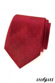 Červená pánská kravata s čárkovanou strukturou