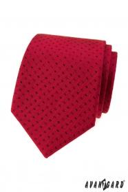 Červená kravata malé černé obdélníky