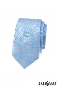 Úzká kravata se světle modrým paisley vzorem