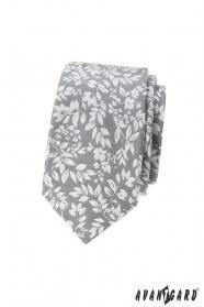 Světle šedá kravata s bílými lístky