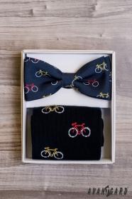 Pánský motýlek v setu s ponožkami, vzor jízdní kolo