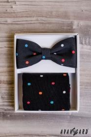 Pánský motýlek v setu s ponožkami, barevný puntík