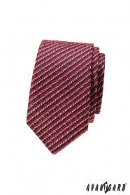 Červená slim kravata s modro-bílým vzorem