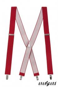 Červené šle s puntíky a kovovými doplňky