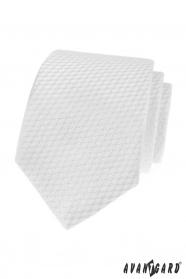 Bílá kravata s pruhovanou strukturou